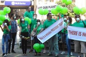 Protest ispred Američkog kutka – Pod maskama protiv globalnog zagrevanja