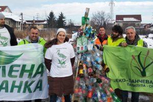 Novogodišnja jelka od otpada u Beogradu